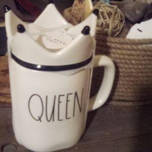 "2020 Rae Dun ""Queen "" Mug removable  lid .crown"
